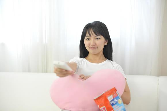 日本や海外の映画・ドラマの種類が豊富なhuluは返却期限を気せず楽しめる